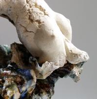 Gaëlle SEILLET – sculpteur /céramiste Elle travaille la terre. Ses oeuvres sont une ode à la nature, à la femme, à la fécondité. Sous ses doigts la matière s'élève, donnant naissance à des corps drapés d'une nature secrète. Avec tendresse et sensualité ses sculptures reflètent l'instant de l'éclosion, cette beauté fragile ou la « femme est une fleur d'acanthe ». www.gaelleseillet.com
